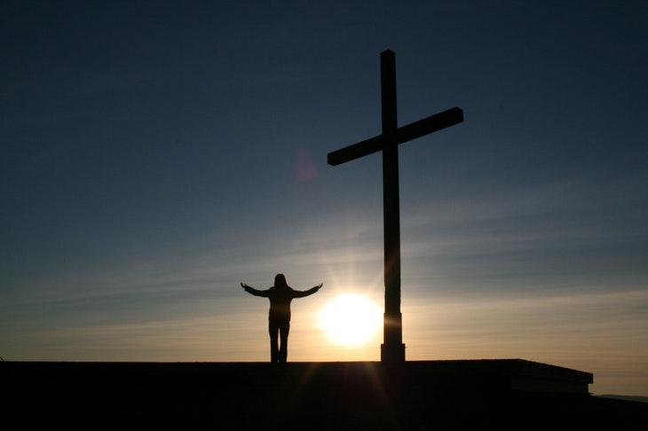 106106_person-clinic-cross-religion-54333.jpeg