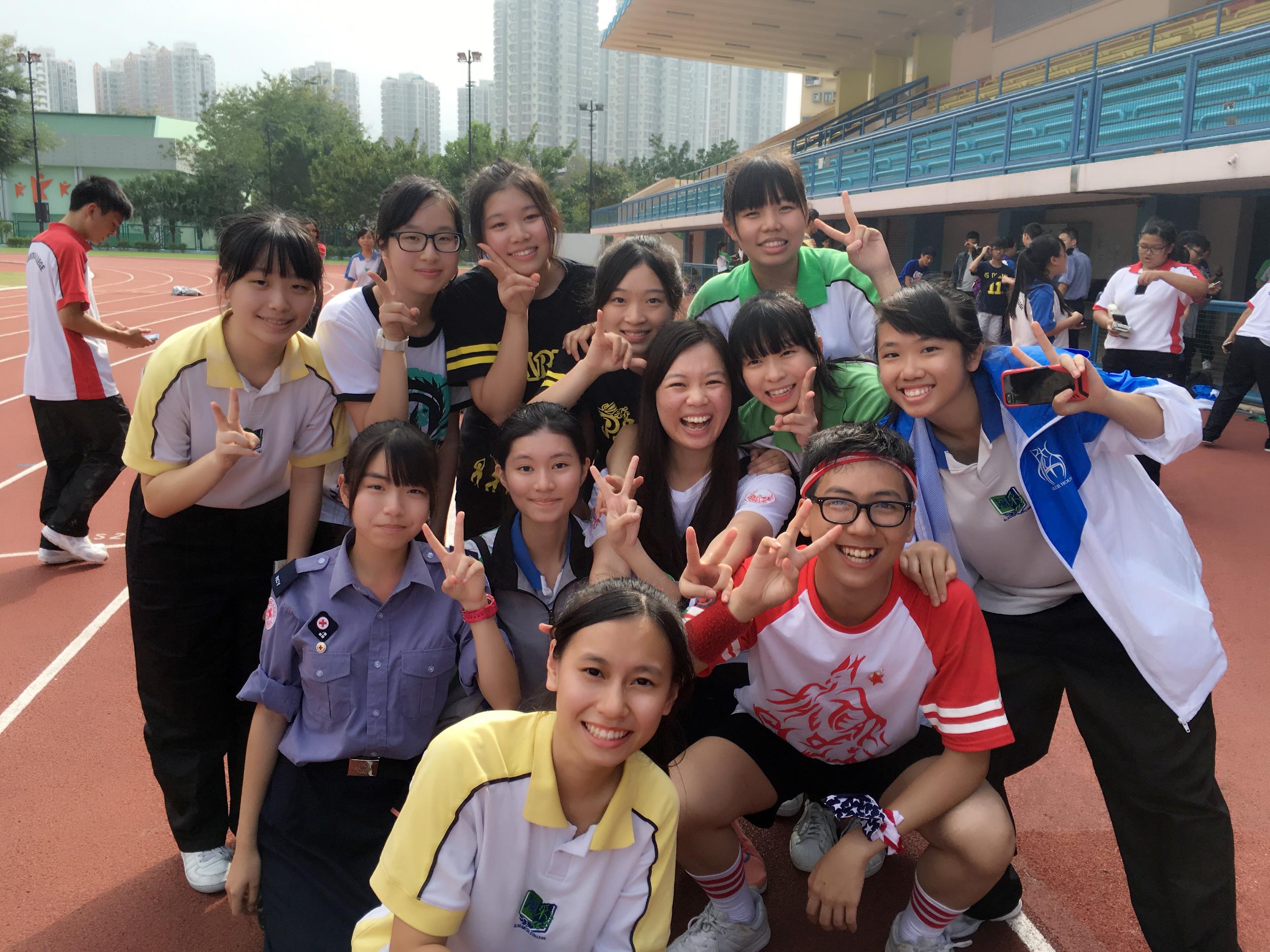 Hong Kong ligger 150 km fra Guangzhou, sydøst forbi Shenzhen og denne.