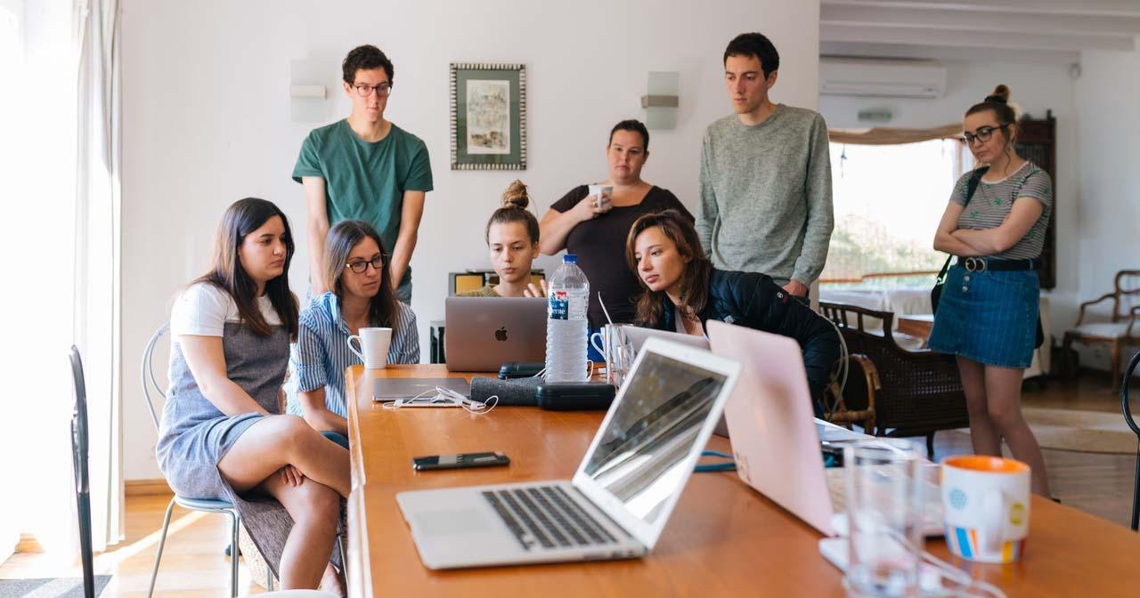 113854_adults-brainstorming-desk-1595385_Easy-Resize.com.jpg